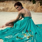 Обои dress flowers on sand