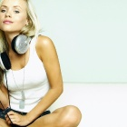 Обои girl in headphones